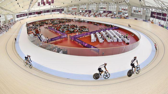 Salat Jumat digelar di tengah venue. ANTARA FOTO/INASGOC/Jefri Tarigan.