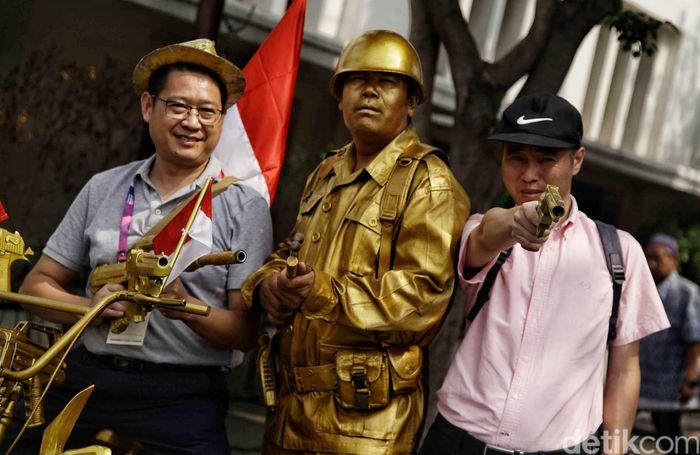 Begini momen keseruan sejumlah kontingen Asian Games saat berwisata di kawasan Kota Tua, Jakarta, Jumat (31/8/2018).