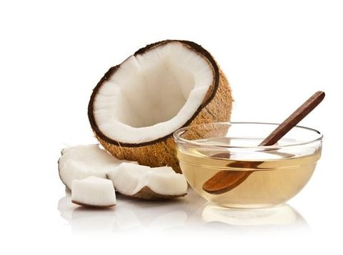 Minyak kelapa untuk menghilangkan bau badan secara alami.