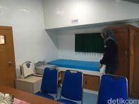 Potret ruangan pemeriksaan obsgyn dan USG di rumah sakit apung.