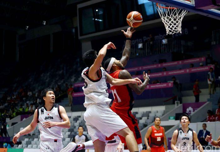 Tim basket putra Indonesia gagal memenangkan pertandingan saat melawan Jepang di Istora Senayan, Jakarta, Jumat (31/8/2018).
