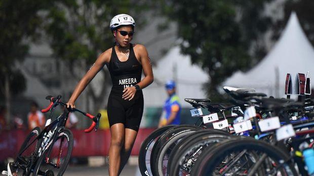 Atlet triathlon Andi Ameera Sayaka Cakravastia belum bisa memberikan medali untuk Indonesia dari nomor putri.
