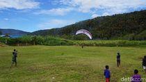Foto: Jelajah Pedalaman Papua Barat Naik Paralayang, Seru!