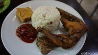 Ayam Goreng Jawa Berbumbu Sederhana yang Legendaris Ada di Sini