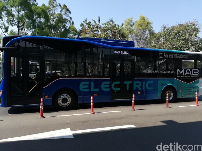 Bus listrik Mobil Anak Bangsa. Foto: Rizki Pratama