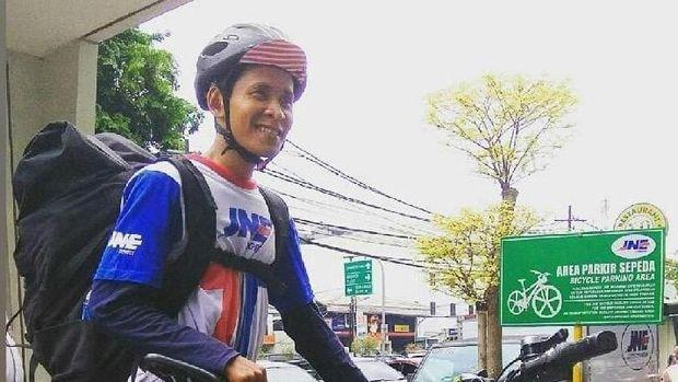 Pria Ini Bisnis Antar Barang Pakai Sepeda Beromzet Ratusan Juta