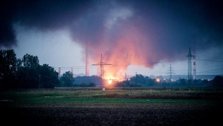 Ledakan Guncang Kilang Minyak di Jerman, 1.800 Orang Dievakuasi
