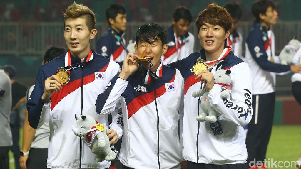 Kembali ke Tottenham, Son Pamer Medali Emas Asian Games 2018