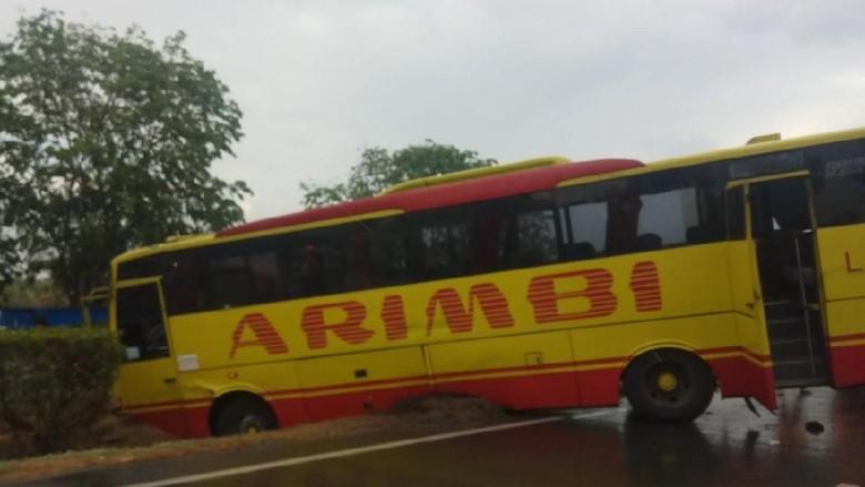 2 Bus Kecelakaan di Tol Merak Arah Jakarta