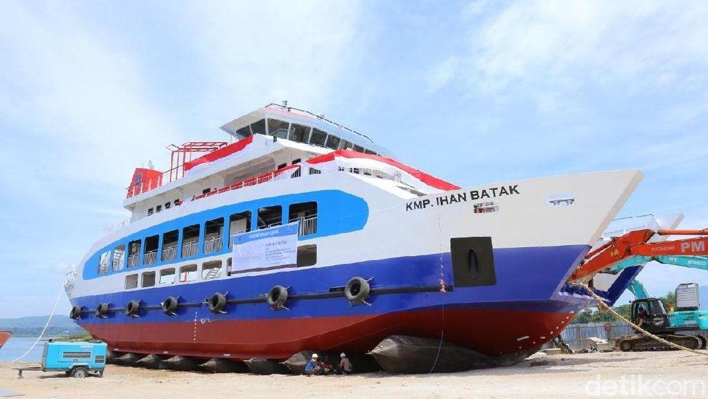 Kemenhub Luncurkan Kapal Ro-Ro di Danau Toba
