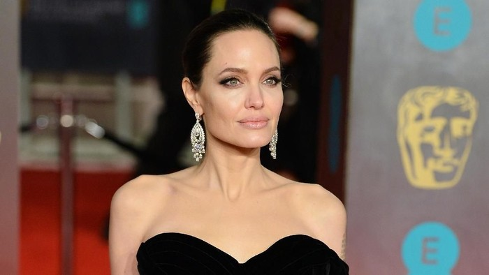 LONDON, ENGLAND - FEBRUARY 18:  Angelina Jolie attends the EE British Academy Film Awards (BAFTA) held at Royal Albert Hall on February 18, 2018 in London, England.  (Photo by Tristan Fewings/Tristan Fewings/Getty Images)