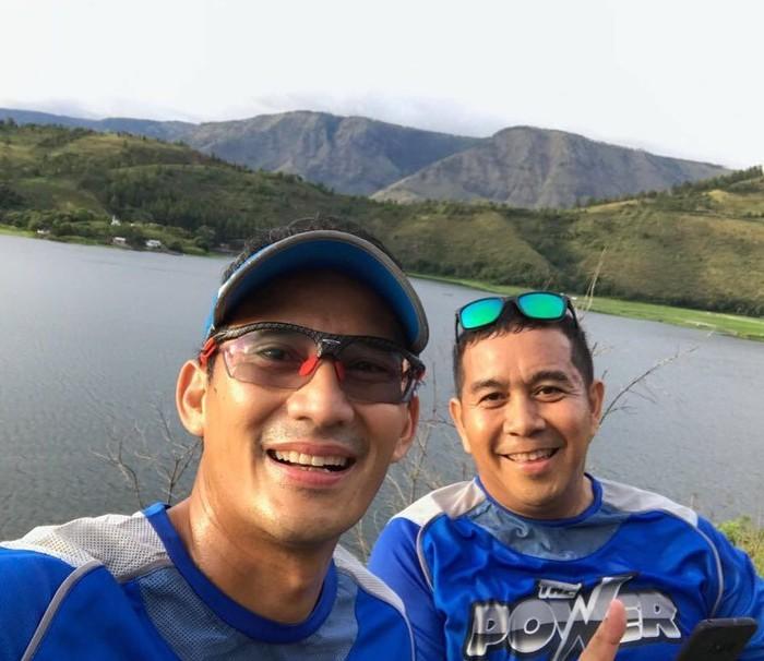Gaya Sandiaga saat olahraga lari sudah mirip enggak ya dengan Siwon? (Foto: Instagram/sandiuno)