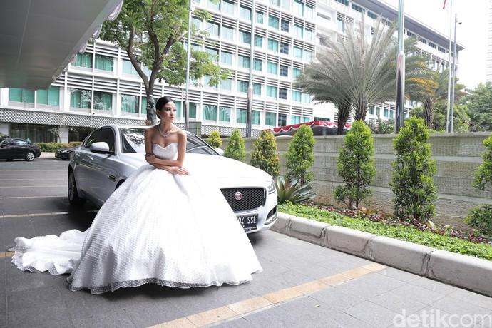 Mobil Mewah untuk Pengantin