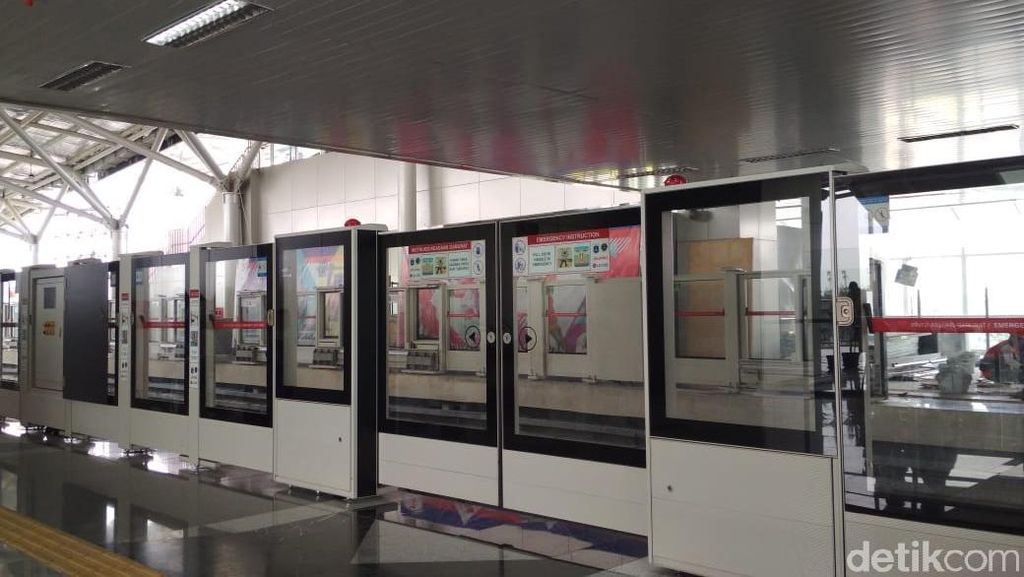 Serunya Menjajal LRT Pertama di Jakarta