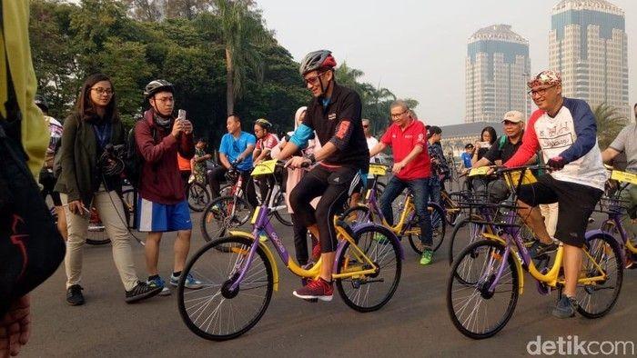 Sandiaga juga dikenal hobi gowes sepeda. Hal ini ia lakukan terutama saat berangkat kerja sebagai Wakil Gubernur Jakarta. (Foto: dok. detikcom)
