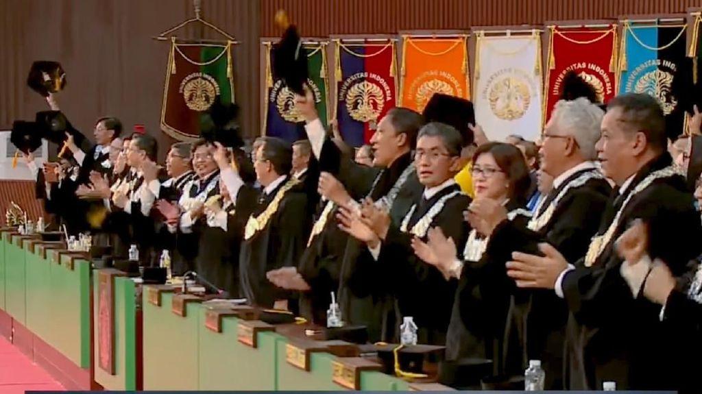 Saat Rektor Hingga Wisudawan UI Dendangkan Lagu Via Vallen