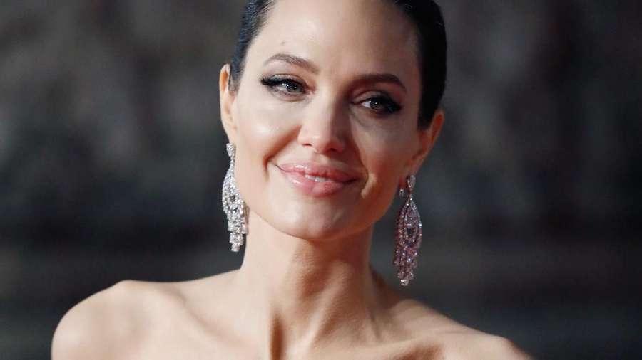 Pesona Angelina Jolie yang Disebut Makin Kurus