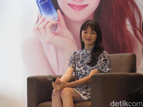 Lee Sung Kyung tampil memukau di peluncuran Laneige Water Bank Moisture Essence, di Ritz-Carlton Jakarta