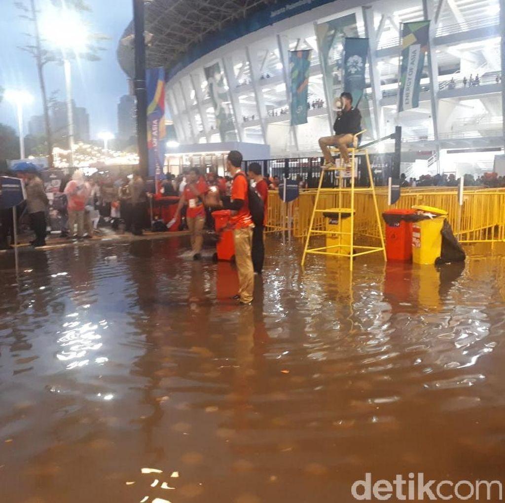 Jelang Closing Ceremony Asian Games, Pintu Masuk GBK Tergenang