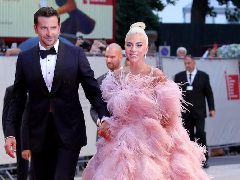 Lady Gaga-Bradley Cooper Bakal Ulang Kemesraan Star is Born di Oscar