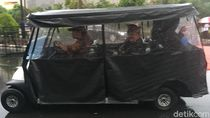 Senayan Hujan, Alex Noerdin Diantar ke GBK Pakai Mobil Golf