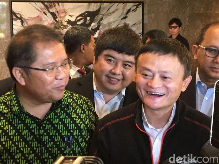 Bos Alibaba Group Jack Ma hari ini dijadwalkan bertemu dengan sejumlah menteri kabinet kerja. Seperti Menkominfo Rudiantara, Menteri Koordinator Bidang Perekonomian Darmin Nasution dan Menteri Perindustrian Airlangga Hartarto.