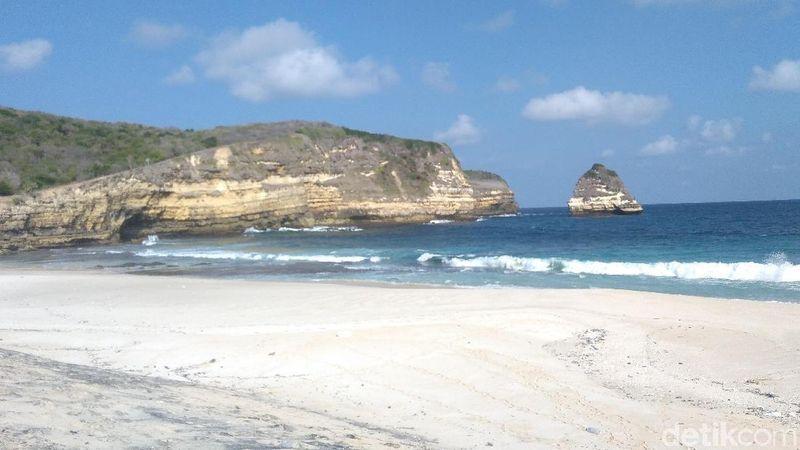 Inilah Pantai Bila Sayak di bagian selatan Lombok. Pantai ini punya keunikan yang bisa dikunjungi traveler. (Harianto/detikTravel)