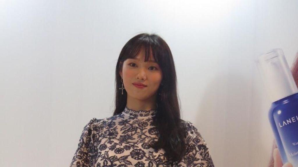 Pesona Lee Sung Kyung yang Punya Kulit Sebening Kaca Saat di Jakarta