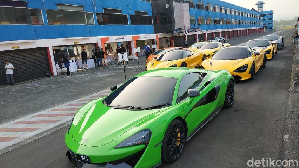 Mobil Super Kebut-kebutan di Sentul