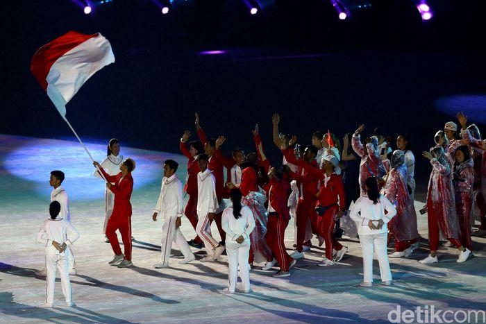 Bendera Merah Putih berkibar saat closing ceremony Asian Games 2018 dibuka.