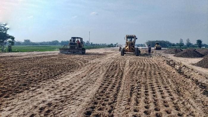 Konstruksi Jalan Tol Ngawi-Kertosono-Kediri Seksi Wilangan-Kertosono telah mencapai 78,6%. Pembebasan lahan pun telah mencapai 100%. Seperti apa pembangunannya?