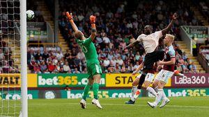 Sepasang Gol Lukaku Antar MU Ungguli Burnley 2-0 di Babak I