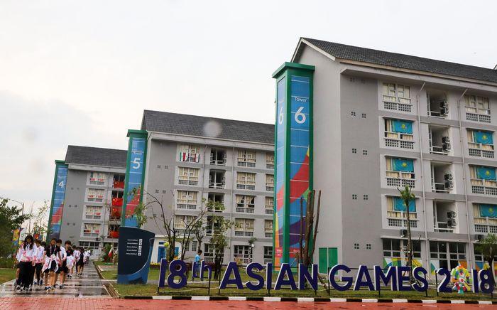 Deretan bangunan berlantai lima itu terlihat meriah dengan hiasan warna-warni. Inilah tempat tinggal para atlet dari berbagai negara yang menjadi peserta Asian Games 2018 dan melaksanakan pertandingan di Jakabaring Sport Center, Palembang. Istimewa/Antara Foto/Iqbal Lubis.