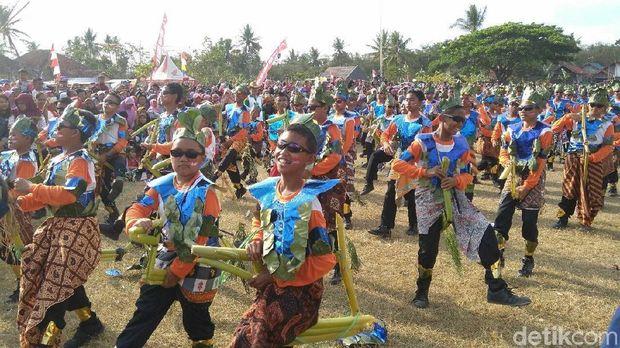 2.020 penari Kuda Lumping beraksi di Purworejo.