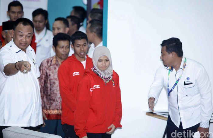 Aries Susanti, Rindi Sufriyanto, dan Aji Bangkit Pamungkas tiba di kantor Kemenaker, Jakarta, Senin (3/8/2018).