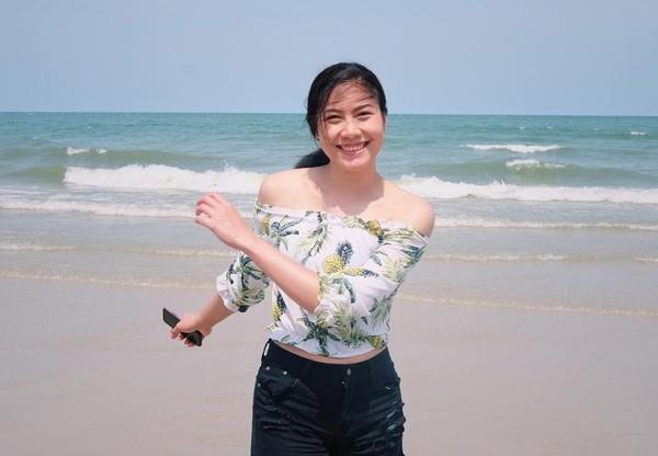 Begini gaya Nan, begitu dia akrab disapa. saat main ke pantai. Thailand memang dikenal punya banyak pantai yang cantik. (Instagram/@thatdao_naldo)
