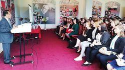 Dubes RI Bunyikan Lonceng Tandai Tahun Ajaran Baru di Rusia