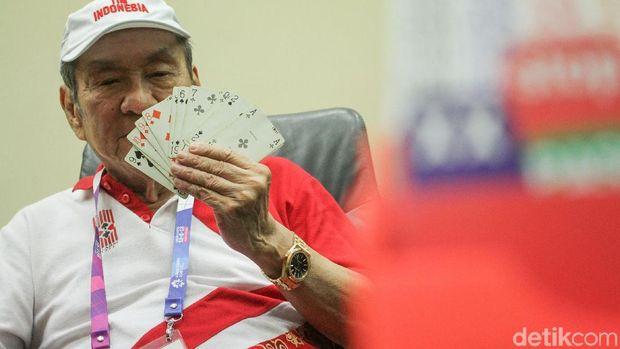 Bambang Hartono, bos Grup Djarum, menjadi nasabah BRI karena dapat bonus pemerintah setelah meraih medali di Asian Games 2018. Dia salah satu pemilik BCA.