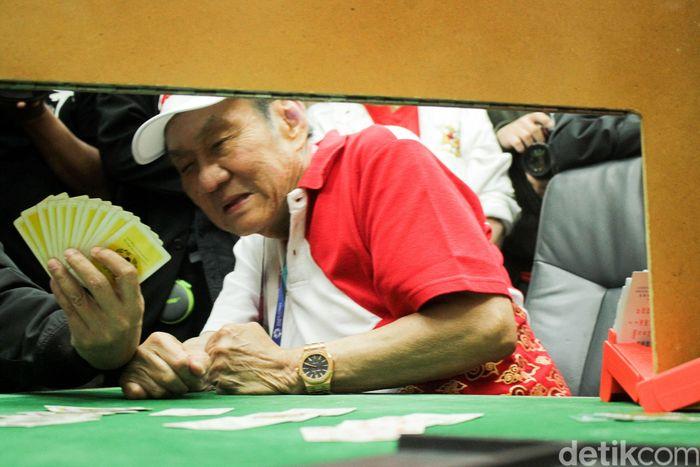 Nama lengkapnya adalah Michael Bambang Hartono atau beken dikenal Bambang Hartono. Pria berusia 78 tahun ini, bersama saudara kandungnya Robert Budi Hartono adalah pemilik Grup Djarum. Rifkianto Nugroho/detikcom.