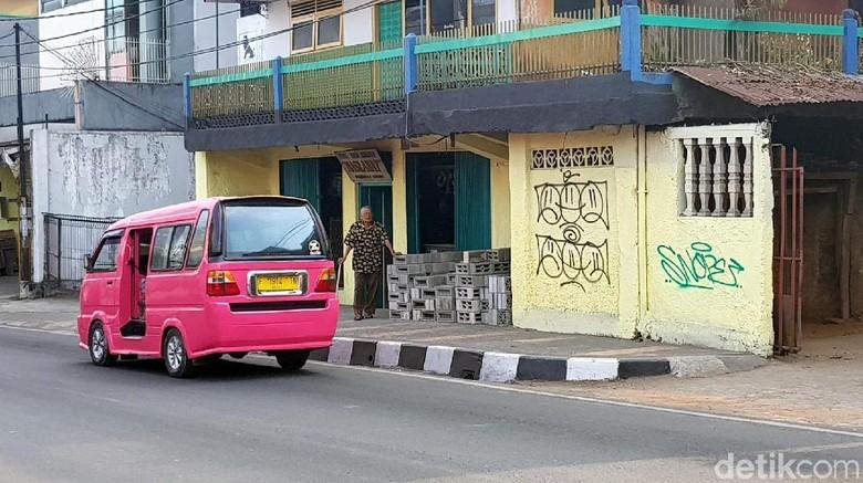 Warga Sukabumi Resah, Dinding hingga Mobil Diteror Coretan