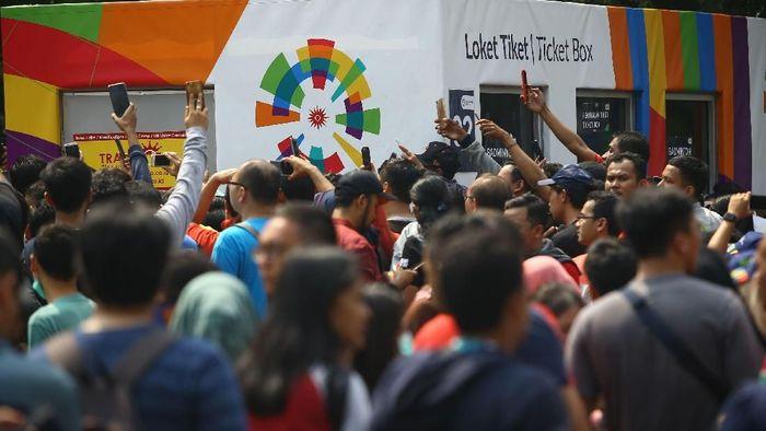 Antrean penonton berharap tiket Asian Games 2018 masih tersedia. (detikcom)