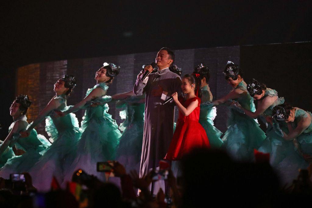 Jack Ma memang kerap mendapat sorotan dengan tampil di berbagai panggung besar. Foto: REUTERS/Cathal Mcnaughton