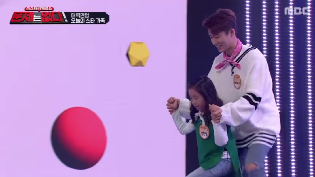Momen Manis B.I iKON Temani sang Adik di Acara Variety Show