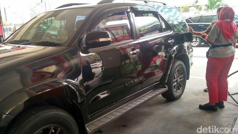 SPBU mengisi mobil dengan biodiesel Foto: Achmad Dwi Afriyadi