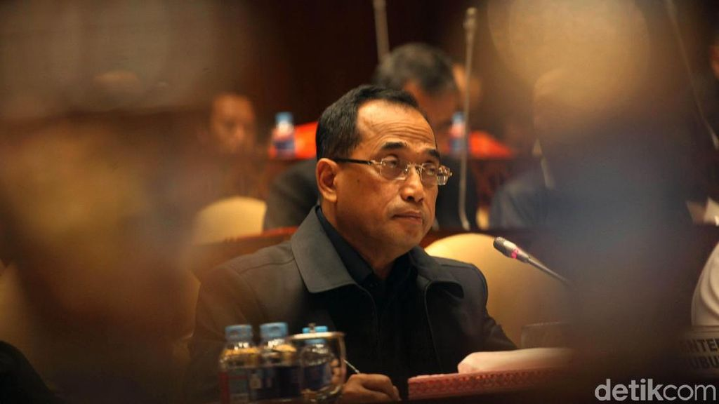 Menhub Beri Penghargaan Adikarya atas Prestasi Penerbangan Indonesia