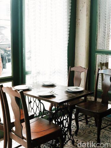Mengunjungi Kafe Bergaya Vintage di Phuket yang Instagram-able