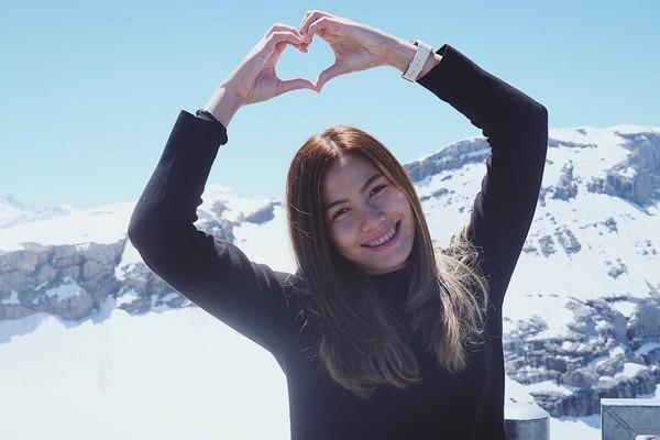 Traveler, Nan mengirim rasa cinta nih dari Kota Gstaad di Swiss. Semoga energi positif Asian Games 2018 menular ke semua orang ya Nan! (Instagram/@thatdao_naldo)