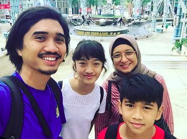 Kompak dan harmonis selalu Duta dan keluarga! (Foto: Instagram/ @duta507)