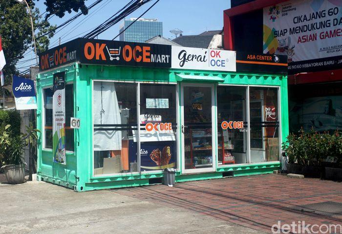 OK OCE Mart ramai dikabarkan tutup di beberapa wilayah di Jakarta. Namun, gerai OK OCE di daerah Kebayoran Baru, Jakarta, tampak tetap buka hari ini, Senin (3/9/2018).