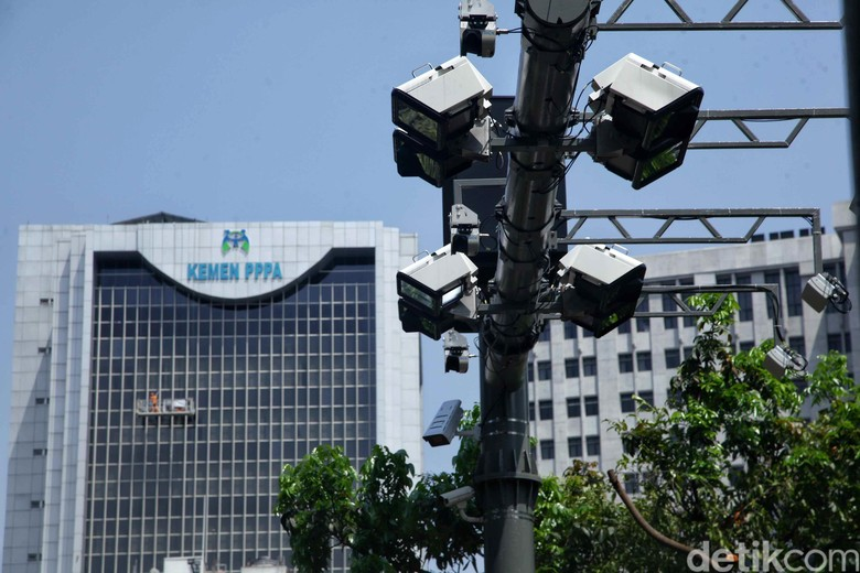 Sejumlah gerbang ERP telah dipasang di Jalan Medan Merdeka Barat, Jakarta. Dishub DKI Jakarta menargetkan sistem ERP akan diberlakukan mulai Mei 2019.